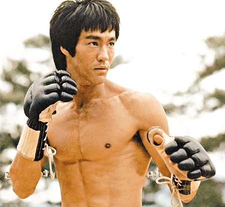 bruce lee's ripped 6 pack abs
